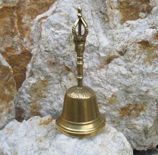 Rustikale Messing Tischglocke Glocke Handglocke mit Krone massiv und laut