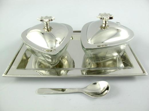 Marmeladen Menage Set Konfitüre 2 Herz Gläser mit Tablett und 2 Löffel